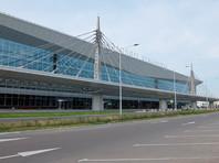 Boeing 737, летевший из Новосибирска на Хайнань, приземлился в аэропорту Красноярска с трещиной в лобовом стекле