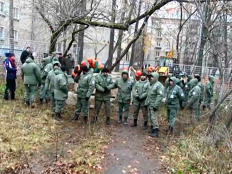 В Кунцево на защиту скандальной стройплощадки согнали охранников и ОМОН, среди задержанных 70-летняя москвичка