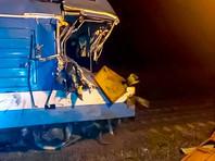 В Краснодарском крае пассажирский поезд протаранил КамАЗ, выехавший на железнодорожный переезд на запрещающий сигнал светофора. Госпитализированы четыре человека - водитель грузовика, машинист и его помощник, а также один пассажир поезда
