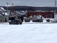Работников МЧС в Екатеринбурге к приезду начальства заставили косить снег (ВИДЕО)