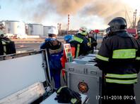 В МЧС утверждают, что облако дыма от пожара на заводе не распространяется на жилые кварталы, угрозы людям нет