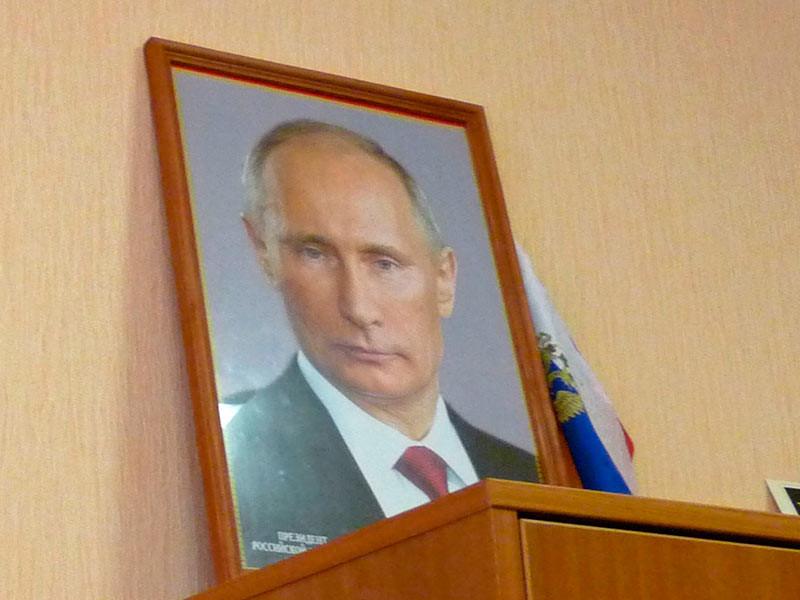 По данным издания, за фамилией Путина в числе учредителей или директоров выстраивалась очередь. Кузен главы государства, по словам одного из источников, не мог фильтровать поступающие предложения