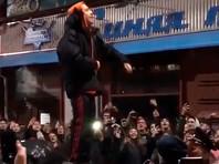 Рэпера Хаски задержали в Краснодаре за выступление на крыше машины после срыва его концерта (ВИДЕО)