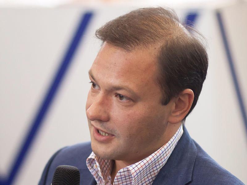 Телеведущий Сергей Брилев