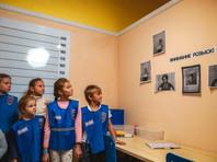 В УМВД по Мурманской области прошел детский мастер-класс, в процессе которого школьникам предложили переодеться в полицейских и арестантов