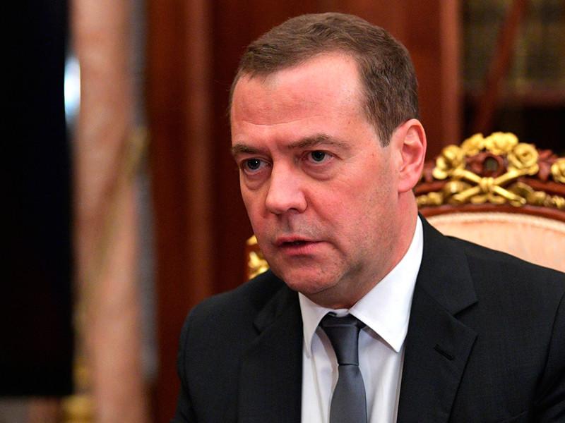 Премьер-министр России Дмитрий Медведев подписал постановление о расширении списка физических и юридических лиц Украины, в отношении которых вводятся контрсанкции