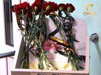 Люди в Соликамске создали временный мемориал у проходной, куда можно принести цветы и почтить память погибших