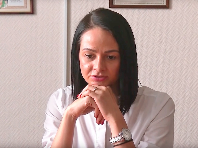 В аппарате губернатора Свердловской области завершилась служебная проверка в отношении руководителя департамента молодежной политики региона Ольги Глацких. Как сообщает Znak.com, чиновница вернулась к работе, отделавшись выговором