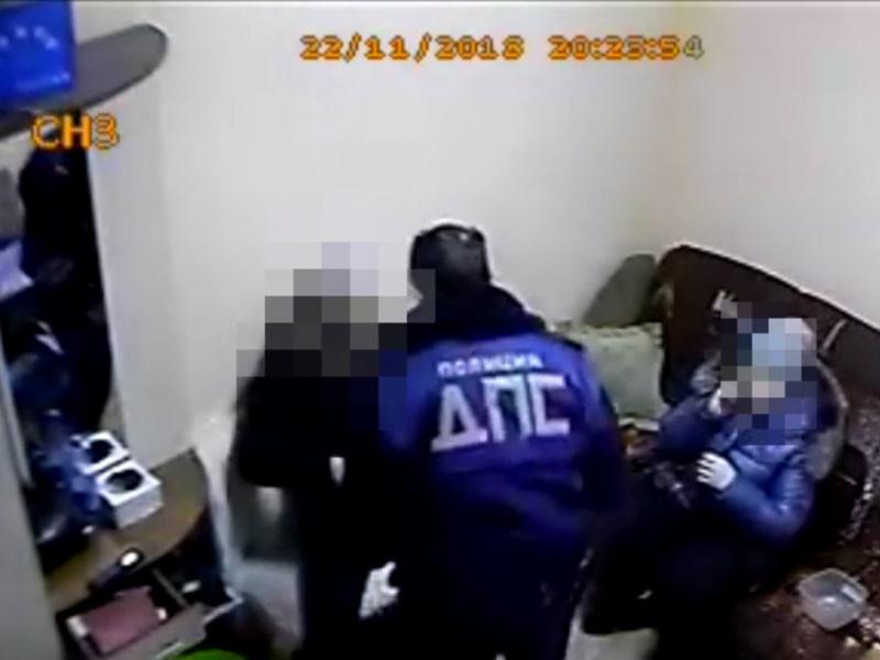 В Бурятии сотрудники ДПС отказались платить 200 рублей на автомойке и напали на ее владельца