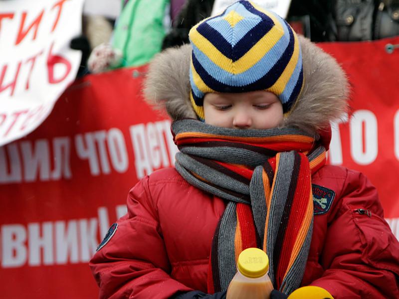 Госдума приняла в третьем чтении закон, устанавливающий административную ответственность за вовлечение подростков в незаконные митинги