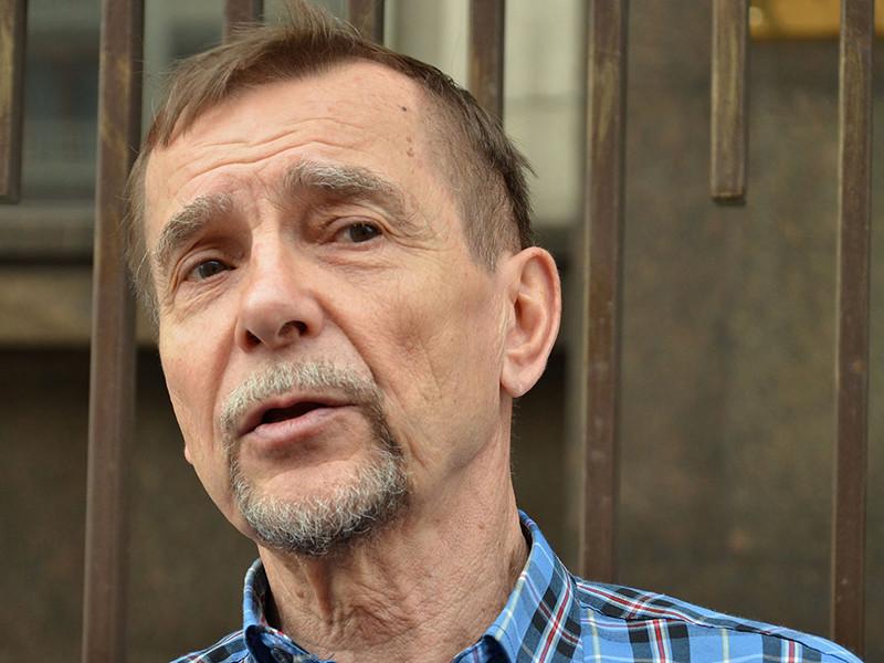 Арестованный на 16 суток правозащитник Пономарев пожаловался на курение и духоту в камерах