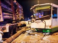 В Коми после аварии с участием автобуса и лесовоза, в которой пострадали 22 человека, возбуждено уголовное дело