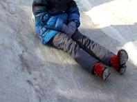 В приамурском селе дети облюбовали фекальную горку, возникшую из-за коммунальных долгов