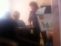 В Тольятти отстранили школьную учительницу, которая надавала пощечин рисовавшей во время урока ученице (ВИДЕО)