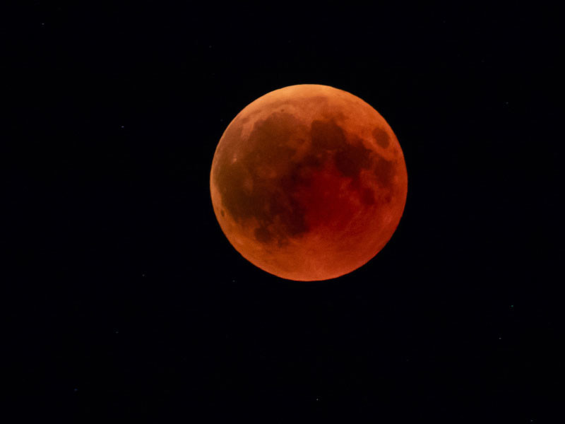 """""""Кровавая"""" Луна взошла над Землей утром 21 января"""