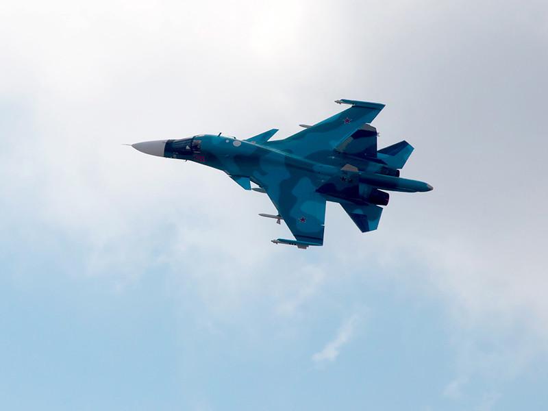 Два Су-34 столкнулись во время учебного полета на Дальнем Востоке. Два летчика погибли, один спасен, четвертого ищут