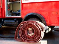 К 12:20 по местному времени пожар был полностью потушен. На месте работает дознаватель МЧС России, причина инцидента устанавливается