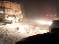 Электроснабжение Крыма восстановили после циклона, но 150 машин оказались в снежном плену в районе Ай-Петри