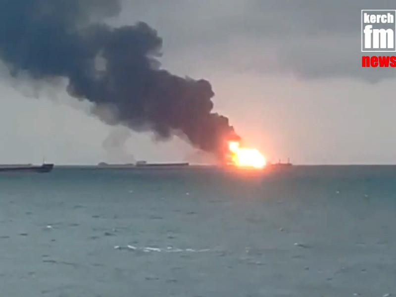 В Керченском проливе загорелись два судна. Есть жертвы