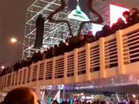 Следствие проверяет, почему в Новый год рухнул деревянный мост в Парке Горького (ВИДЕО). Пострадавшие получат по полмиллиона