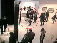 """Картина Куинджи """"Ай-Петри. Крым"""" была похищена 27 января с выставки работ художника в Инженерном корпусе. 31-летний мужчина подошел к картине, снял ее, вынул из рамы и спокойно ушел, тогда как сотрудники музея, по словам очевидцев, """"не проявили никаких признаков возмущения"""""""