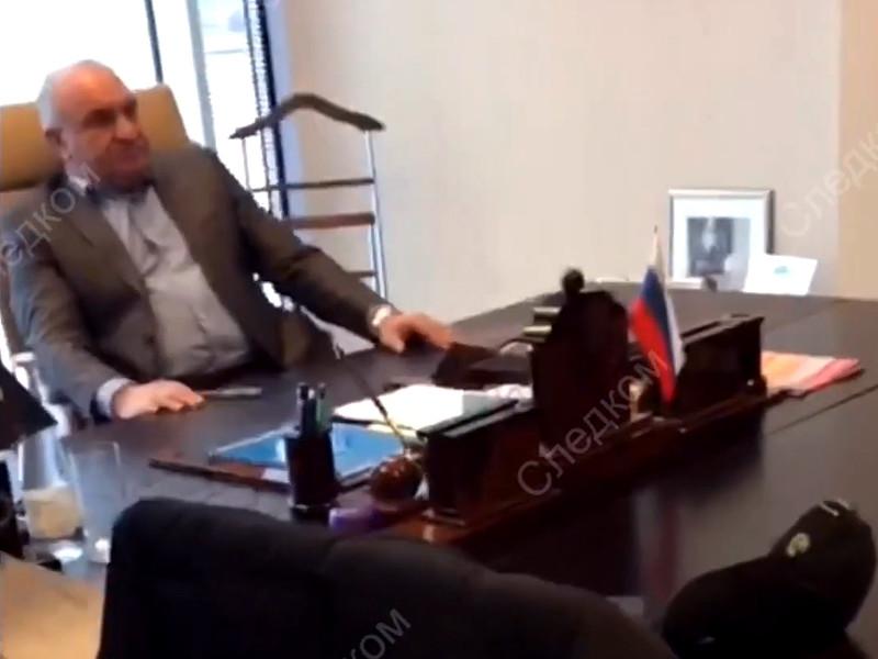 Отец обвиняемого в заказных убийствах сенатора Рауфа Арашукова - Рауль Арашуков - задержан в Санкт-Петербурге в рамках расследования уголовного дела