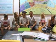 26 февраля 2018 года Настя Рыбка, Алекс Лесли, называющий себя тренером по личностному росту, и еще восемь россиян и белорусов были задержаны в Таиланде во время полицейской облавы в отеле по обвинению в организации нелегального секс-тренинга для российских туристов