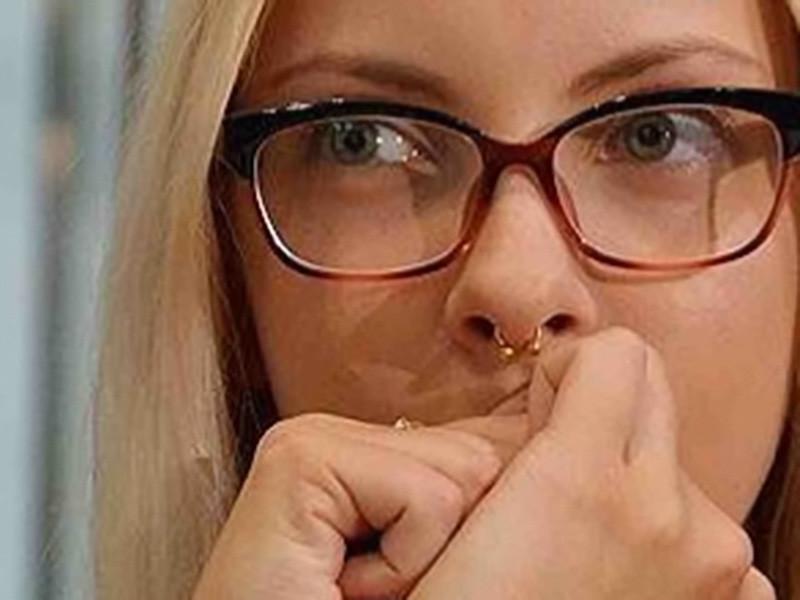 Следователи прекратили уголовное дело в отношении барнаульской студентки Марии Мотузной, которая обвинялась в размещении в социальных сетях мемов с подписями, содержащими признаки возбуждения вражды по расовому признаку и унижающих достоинство людей по вере. Дело прекращено в связи с изменением законодательства, сообщили ТАСС в СУ СК по региону