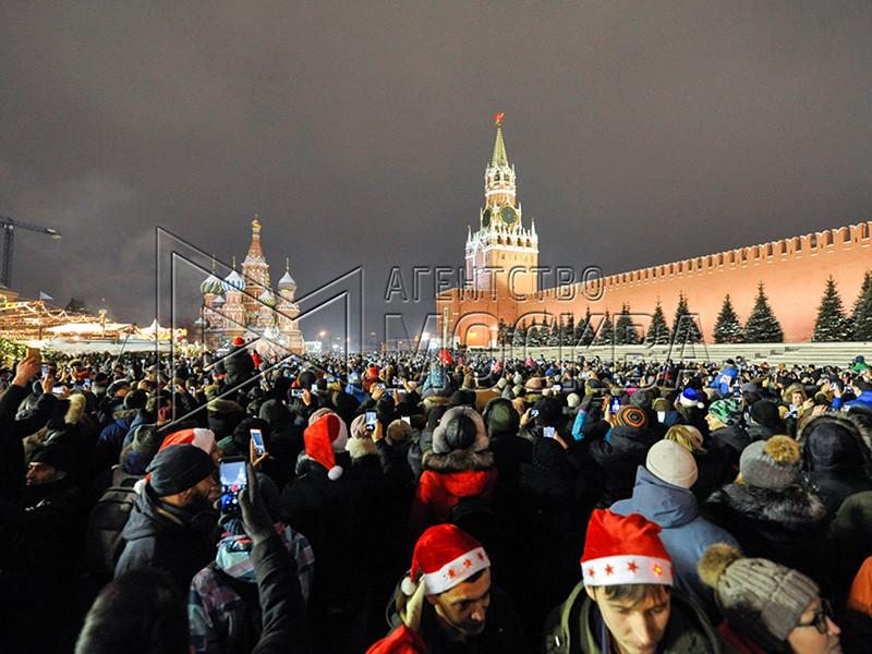 В новогоднюю ночь в праздничных гуляньях приняли участие более восьми миллионов человек. Всего на территории страны прошло более 12 тысяч праздничных массовых мероприятий