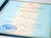 Более половины россиян придерживаются мнения, что молодому специалисту, недавно получившему диплом о высшем образовании, стоит очень больших усилий устроиться на работу по специальности