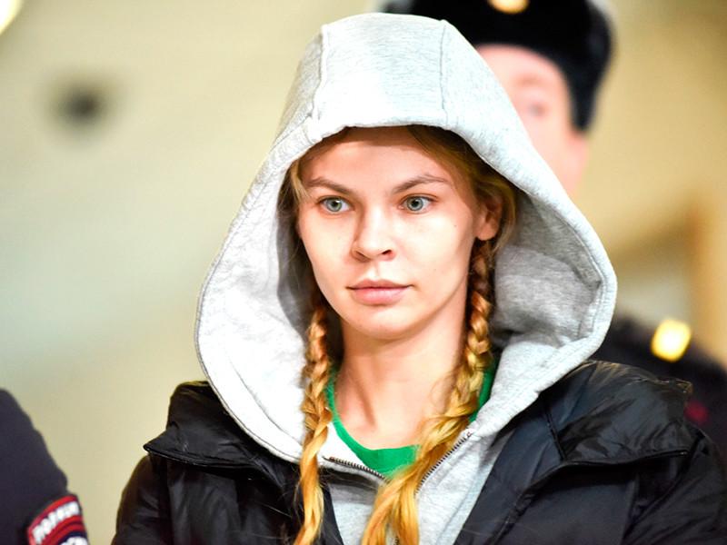 """Задержанная в аэропорту """"Шереметьево"""" по прибытии из Таиланда Анастасия Вашукевич, более известная как Настя Рыбка, пробудет под стражей еще 72 часа в рамках уголовного дела о вовлечении в занятие проституцией"""