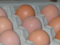 В российских магазинах появились куриные яйца в новых упаковках. В них не десять яиц, как привыкли покупатели, а только девять, расфасованных в таре в три ряда по три штуки