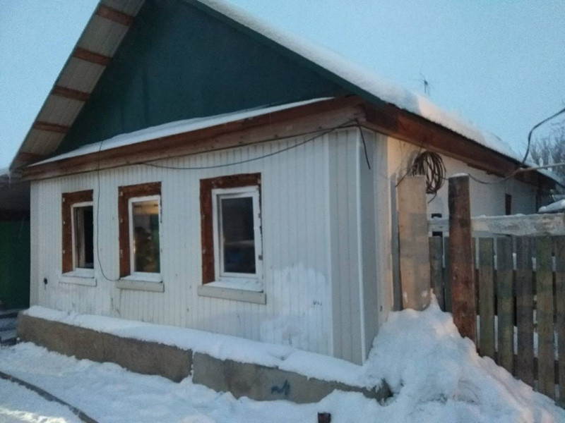 В одном из жилых домов Орска Оренбургской области утром 1 января произошел пожар. Погибли семь человек, среди них двое маленьких детей и один младенец. Прокуратура ведет проверку, Следственный комитет возбудил уголовное дело