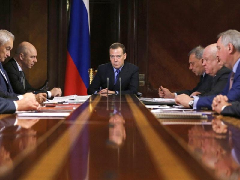 Премьер-министр РФ Дмитрий Медведев на совещании о финансово-экономическом состоянии Роскосмоса и его подведомственных организаций раскритиковал госкорпорацию
