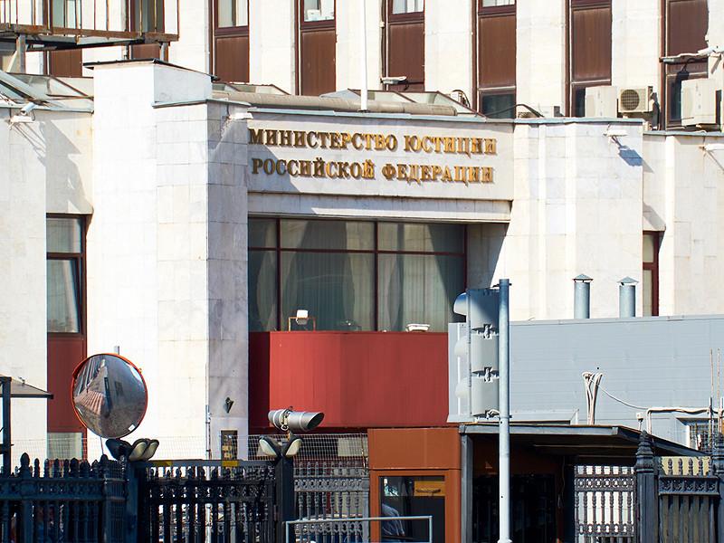 Минюст требует исключить из коллегии адвокатов защитника крымских татар и арестованного украинского моряка из-за репостов в соцсетях