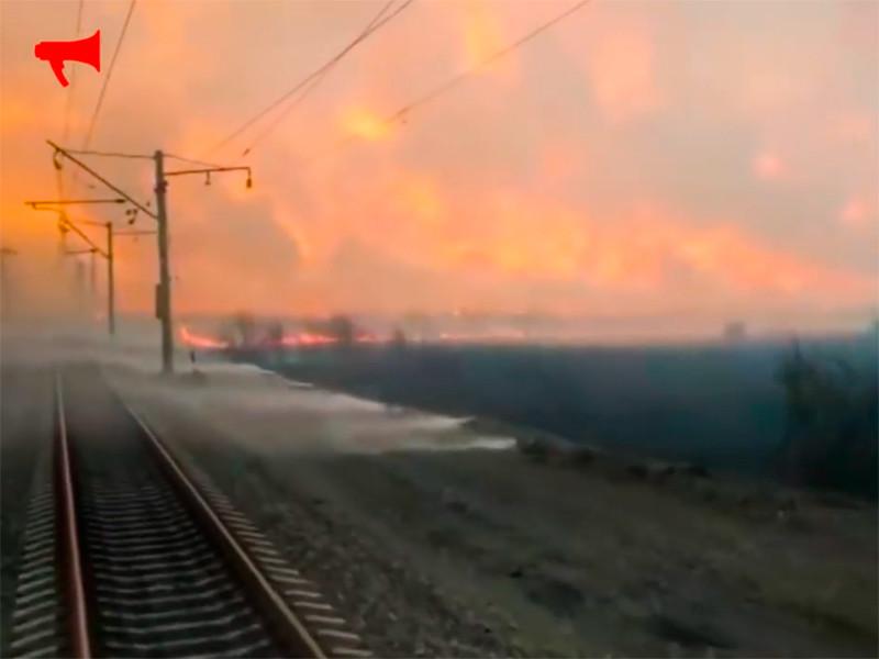 Пожары на Дальнем Востоке: в Приморье поезд прорвался сквозь стену огня и дыма