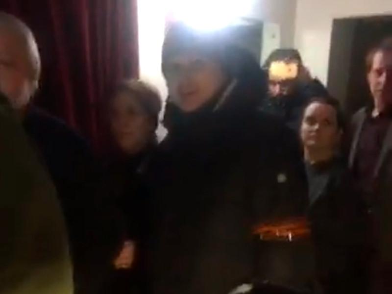 """Активисты SERB ворвались в """"Мемориал"""" и сорвали показ фильма """"Праздник"""""""