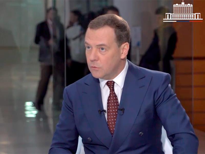"""Медведев рассказал о своем оптимизме, заверив, что через 6 лет благодаря нацпроектам в РФ """"жить станет гораздо лучше"""""""