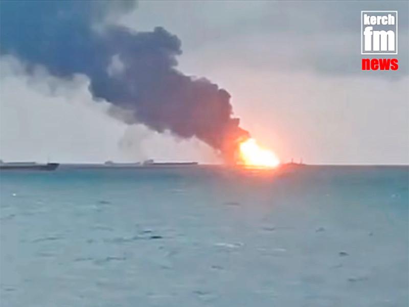 """На горящих 11-й день в Черном море танкерах с """"серым"""" газом выявили 6 очагов пожара"""