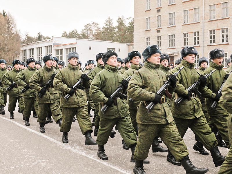 Госдума одобрила в третьем чтении законопроект, запрещающий военным и призывникам пользоваться на службе гаджетами. Также военнослужащие не должны будут ничего писать о себе, родных или сослуживцах в интернете