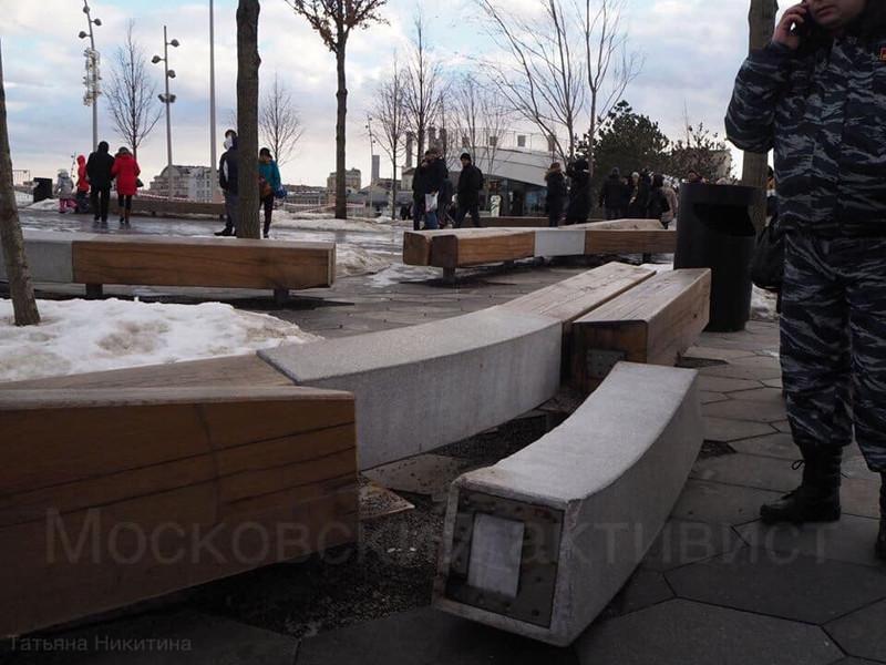 """В парке """"Зарядье"""" девятилетнюю девочку придавило бетонной плитой"""