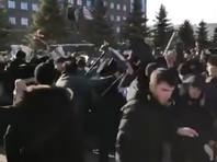 В Магасе произошло столкновение между Росгвардией и участниками митинга против закона о референдуме (ВИДЕО)