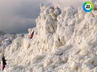 После шторма на берегу Финского залива в Санкт-Петербурге появилась многометровая ледяная стена