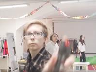 """В кафе Петербурга феминистки, используя газовый баллончик, """"отбились"""" от цветов и поздравлений прокремлевских активистов (ВИДЕО)"""