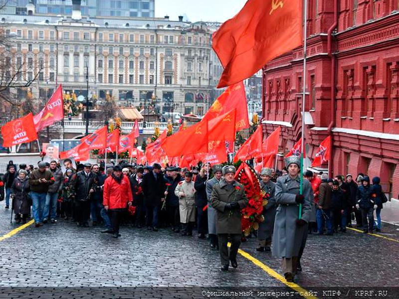 Возложение венков и цветов к месту захоронения на Мемориальном комплексе Красной площади, 5 марта 2019 года