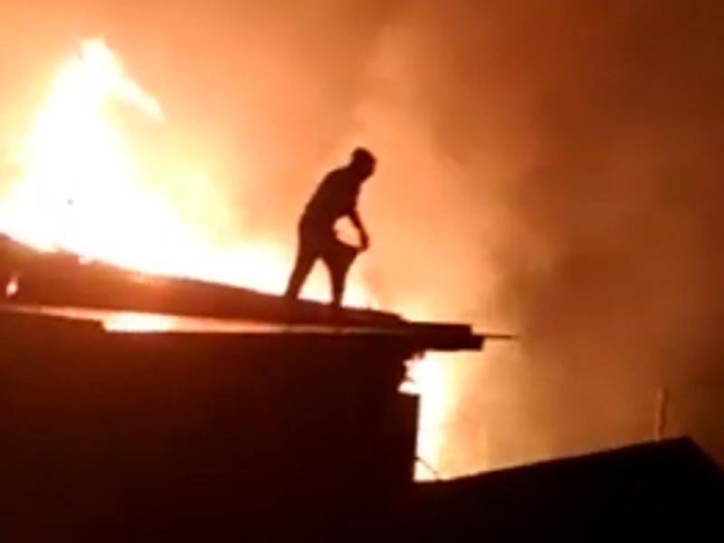 В дагестанском селе Тисси-Ахитли горит около 20 частных домов