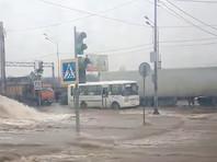 Крупная авария произошла на водоводе в Воронеже, без воды остались около 290 тыс. жителей (ВИДЕО)