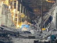 МЧС РФ сообщили, что обрушение кровли неэксплуатируемого здания произошло на площади 3,2 тысячи квадратных метров, на территории промышленной площадки, которая находится по адресу: г. Дзержинск, Восточное шоссе, д. 8. Проводится доследственная проверка
