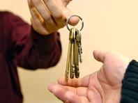ОМОНовцы, много лет проживавшие в этих квартирах, после выхода на пенсию получили уведомления о выселении. Как говорится в полученных бумагах, эти квартиры считаются нежилыми помещениями, хотя в квитанциях, по которым жильцы оплачивали услуги ЖКХ, помещения были указаны как жилые