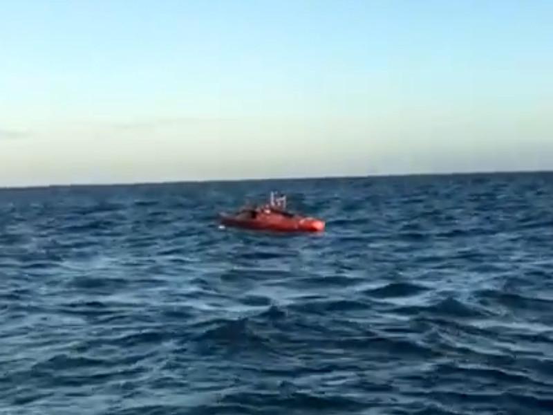 """Весельная девятиметровая лодка """"Акрос"""" путешественника Федора Конюхова, который совершает одиночную кругосветную экспедицию, перевернулась в результате шторма в Южном океане и получила повреждения"""
